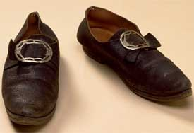 Colonial men's shoes & buckles